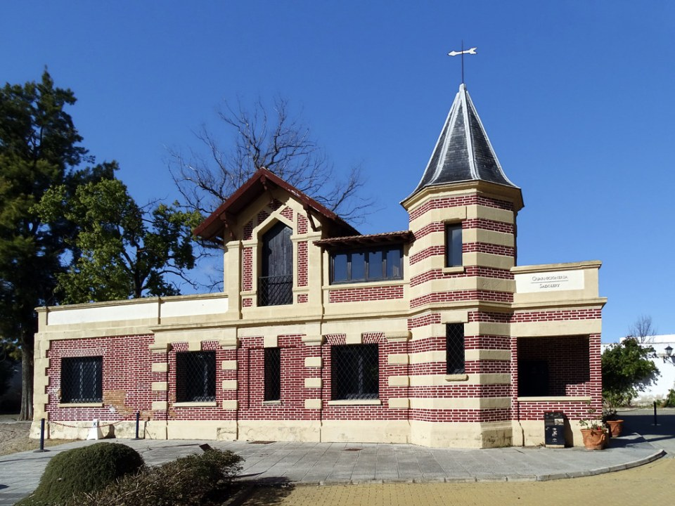 edificio exterior La Guarnicioneria Real Escuela Andaluza del Arte Ecuestre Jerez de la Frontera Cadiz