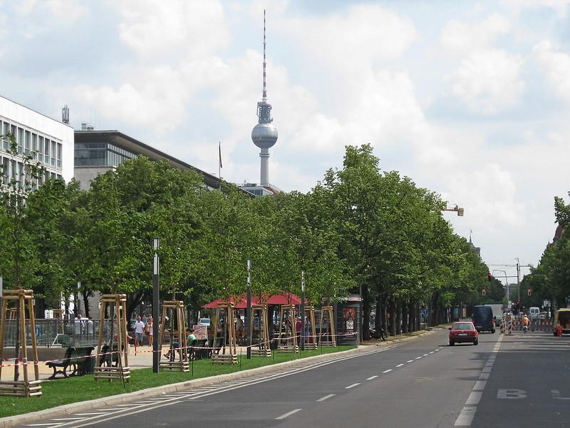 IMG_4058 Berlin, Unter den Linden mit Fernsehturm