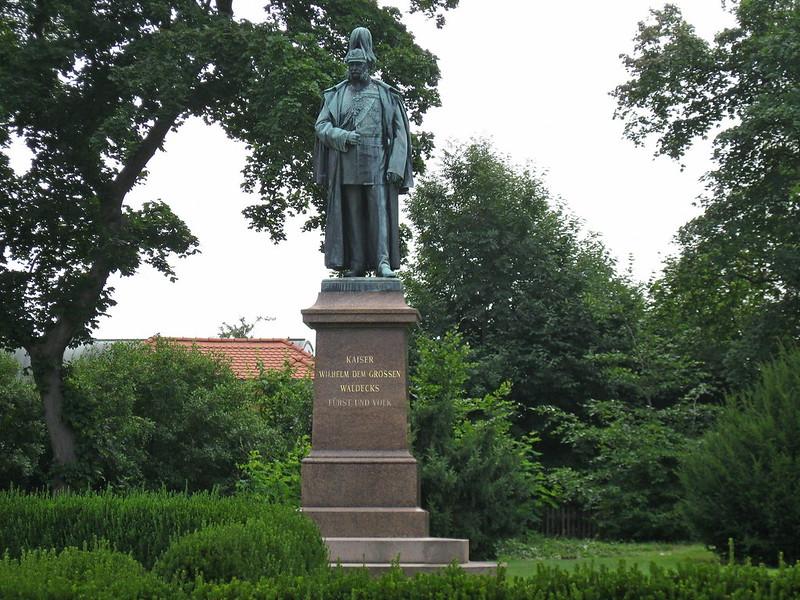 IMG_5116 Bad Arolsen, standbeeld van keuzer Wilhelm de Grote
