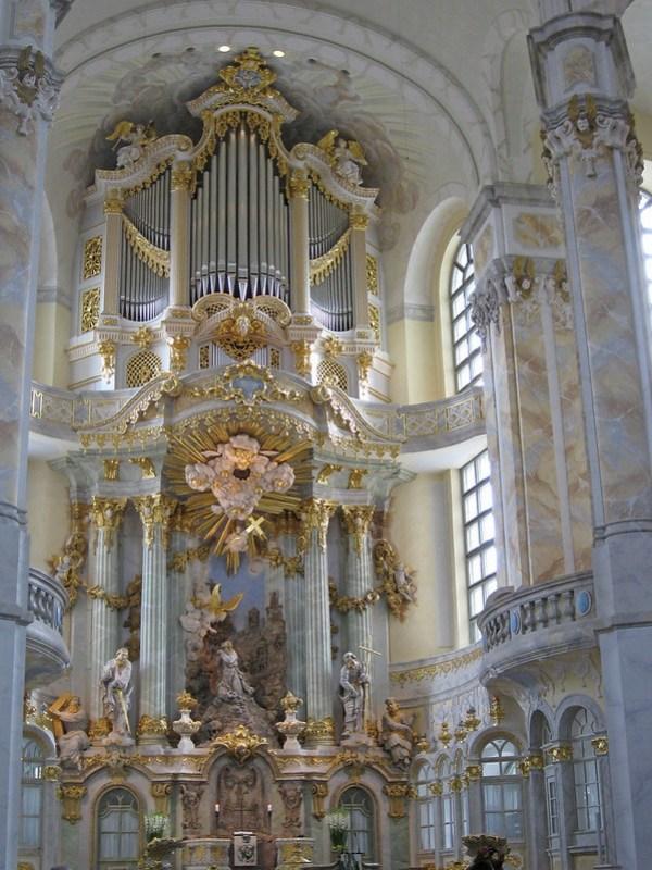 IMG_4616 Dresden, Frauenkirche, Altar und Orgel