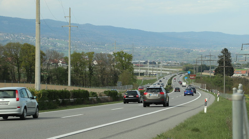 Easter Road traffic during the 2020 Pandemic between Founex and Nyon.