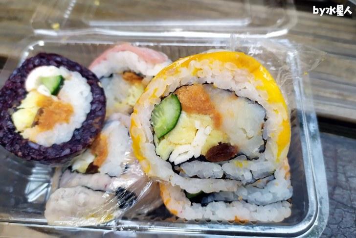 49808529556 7c6f0c24c1 b - 隱藏版壽司邊一盒20元!大隆路黃昏市場排隊美食,用料滿滿口味多