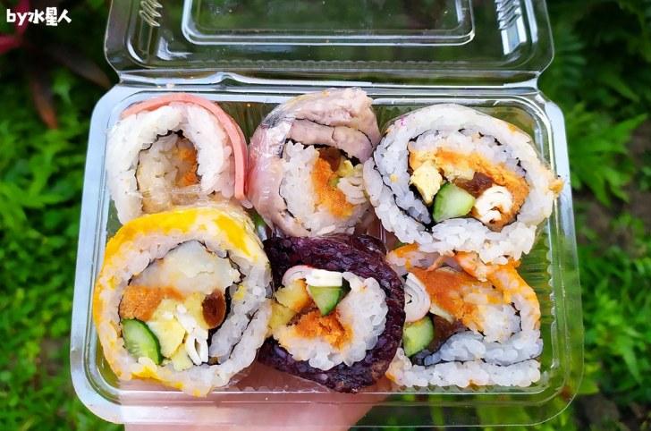 49808833997 2660b54b04 b - 隱藏版壽司邊一盒20元!大隆路黃昏市場排隊美食,用料滿滿口味多