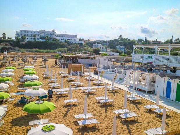 Lido de Noto en Sicilia es una playa gratuita con zona de tumbonas