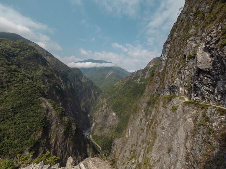 花蓮秘境|太魯閣必訪景點,錐麓古道,遼闊的峽谷一眼望穿,如果有懼高症就不建議前往,需提前申請
