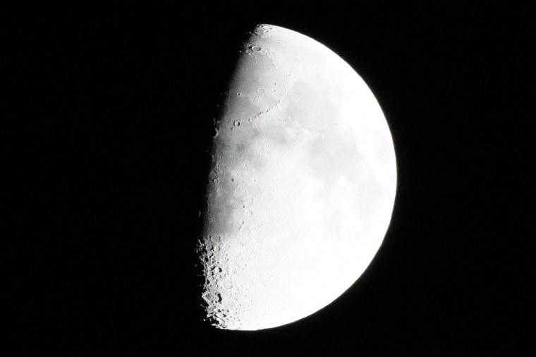 Moon 7946b