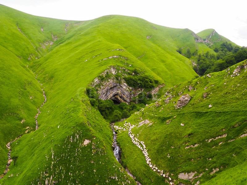 Cueva de Arpea · Turismo de Navarra · Rutas de senderismo de montaña - ClickTrip
