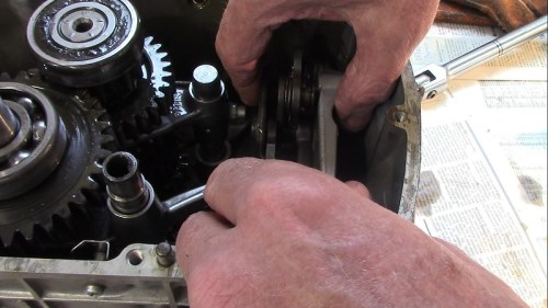 Pull Shift Cam Mechanism Out Of The Transmission Case