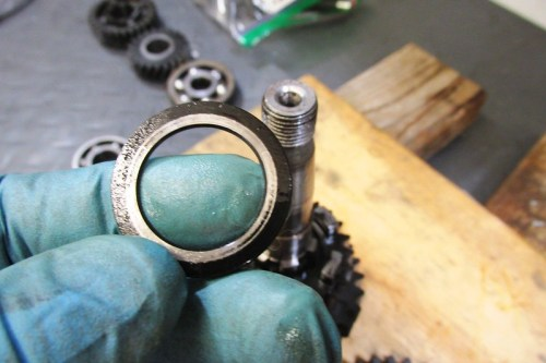 Output Shaft 1st Gear Washer Next To 4th Gear-Chamfered Edge Faces 1st Gear Bushing