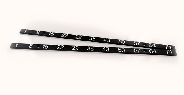 listwy pomiarowe wykonane z aluminium anodowanego, grawerowane na biało