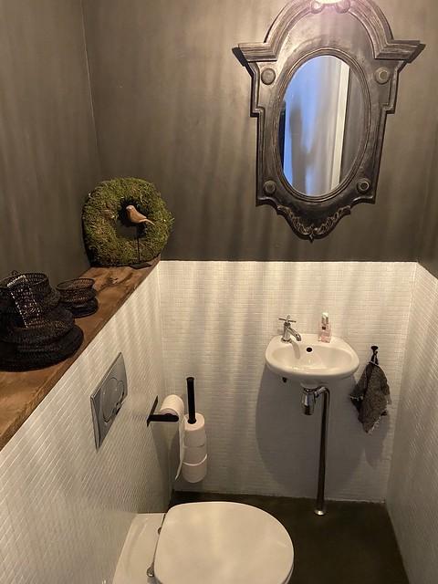 Toilet landelijk sober ossenoog spiegel