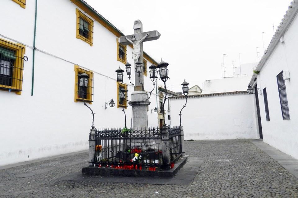escultura Cristo de Los Faroles o Cristo de los Desagravios y Misericordia obra de 1794 escultor Juan Navarro León en plaza de Capuchinos de Cordoba 01