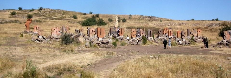 Arshavan Parque del alfabeto armenio Armenia 01