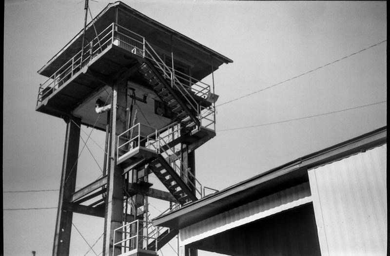 looking up, railroad watchtower, auxiliary building, Asheville, NC, Goerz Box Tengor, Fomapan 200, Moersch Eco film developer, 8.1.20
