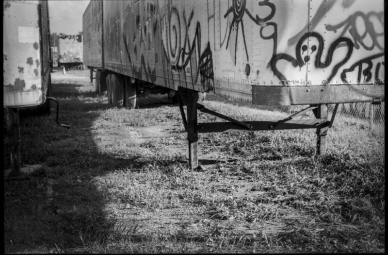 under the tractor trailers, graffiti, urban decay, railroad district, Asheville, NC, Minolta XG-M, Fomapan 200, Moersch Eco film developer, 8.1.20