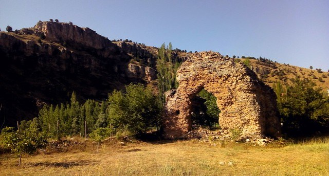 the remains of the hamam at Şarköy by bryandkeith on flickr