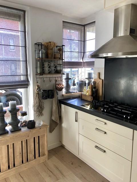 Gezellige keuken met stoere radiator ombouw