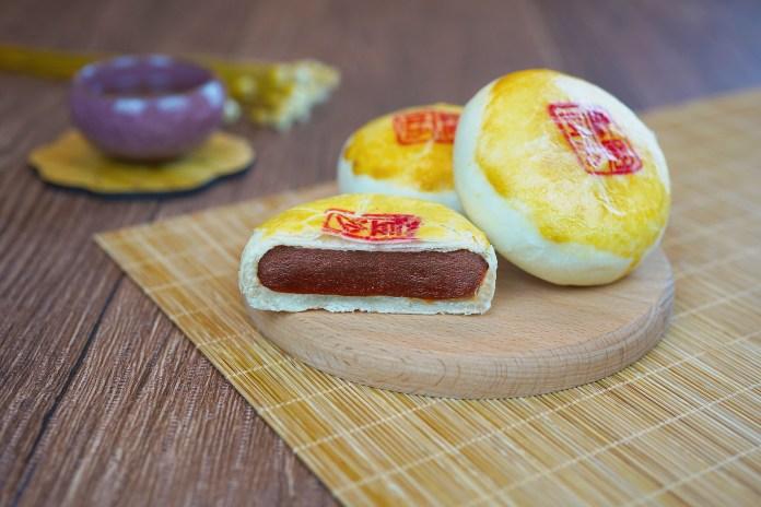 2. 梓園酥皮豆沙月餅 Shanghainese Mooncake with Red Bean Paste
