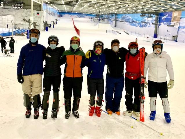 Grupo de slalom en Snowzone