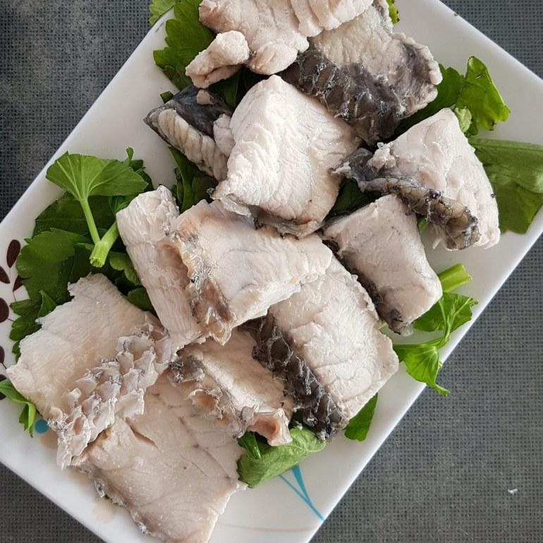 เนื้อปลากระพงลวก - Boiled fish fillet