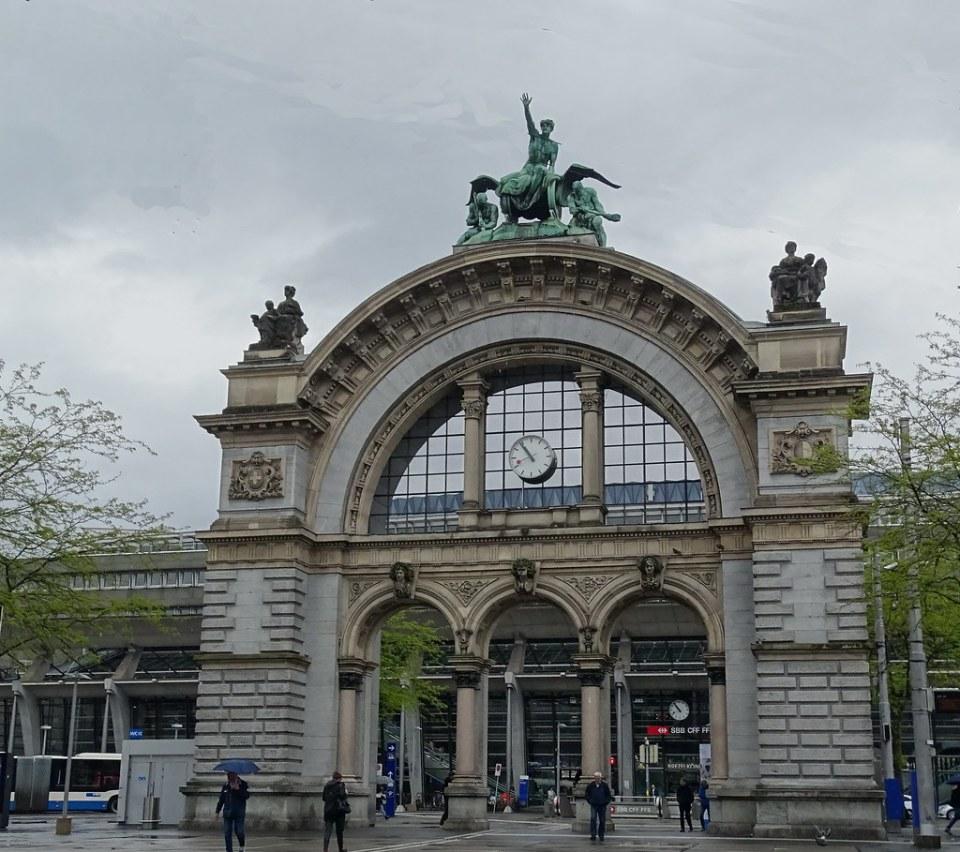 Estacion de Ferrocarril Lucerna Suiza