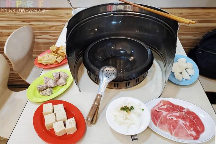 50301012177 e7e87f03d8 c - 想吃什麼火鍋料自己動手拿,橙石自助石頭火鍋搭配麻油現炒的鍋底讓湯頭更有味道!