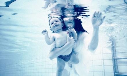 Aquaticità neonatale: i benefici dall'attività in acqua dai 3 mesi