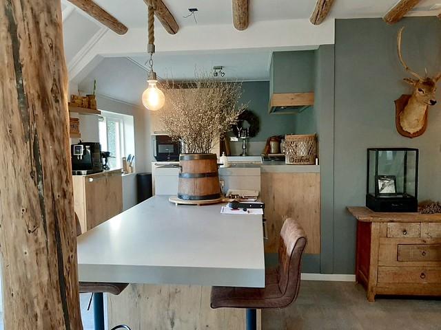 Open landelijke keuken woonboerderij Drenthe