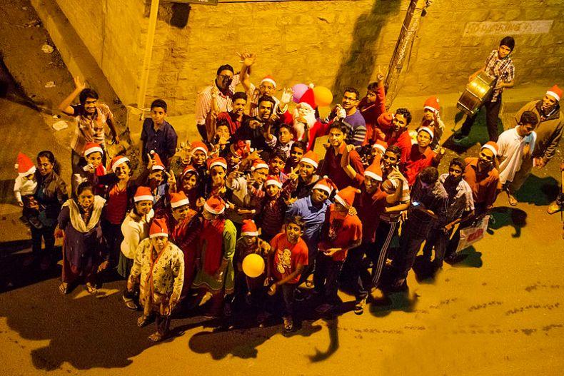 800px-Christmas_carol_group_BNC