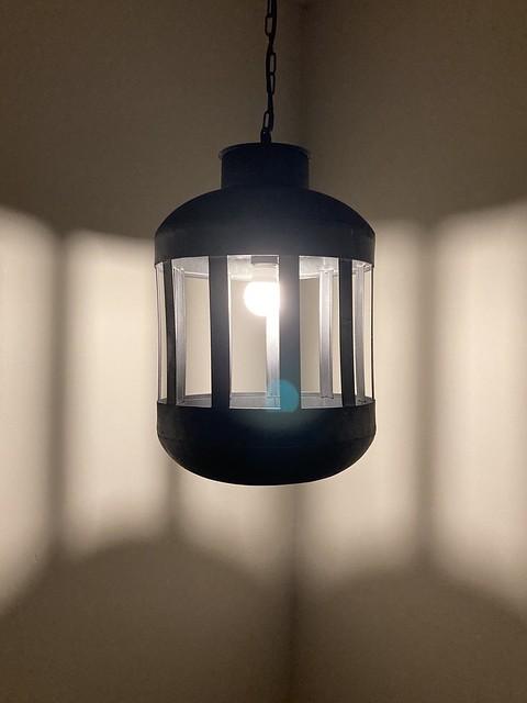 Zwarte hanglamp overloop