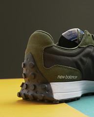 New Balance 327 Olive.