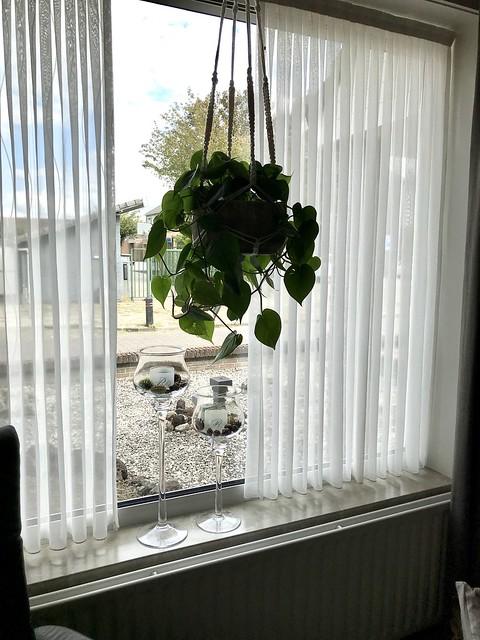 Hangplant vensterbank kandelaars vitrage