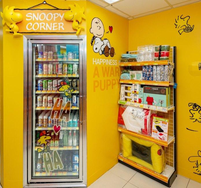 店內的設計,從大門到牆身、雪櫃、熱賣點等位置都是Snoopy與一班好朋友的蹤跡2