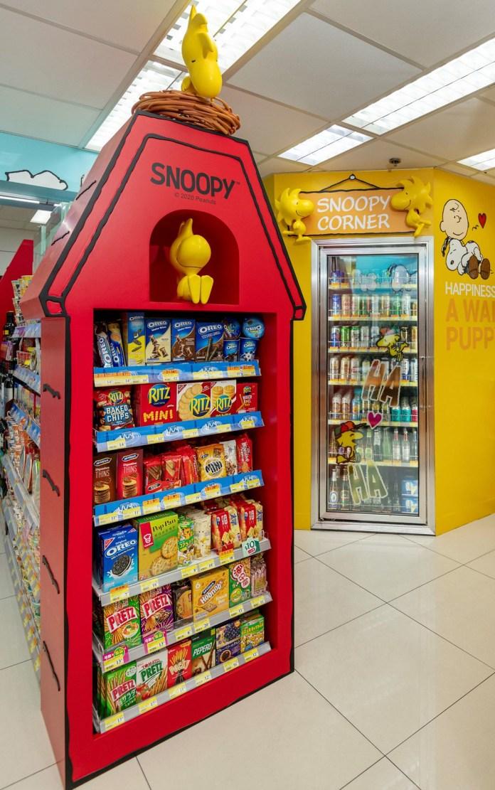 店內的設計,從大門到牆身、雪櫃、熱賣點等位置都是Snoopy與一班好朋友的蹤跡