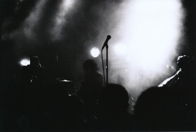one band, one shot: Mono