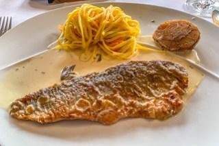 Baden Badener Bachsaiblingsfilet mit Riesling-Morchelsoße und feinen Gemüsenudeln