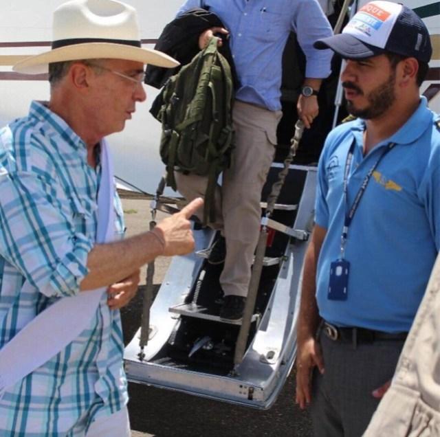 Durante otro viaje de campaña, el ex presidente Uribe le dio instrucciones precisas al piloto del Cartel de Sinaloa.
