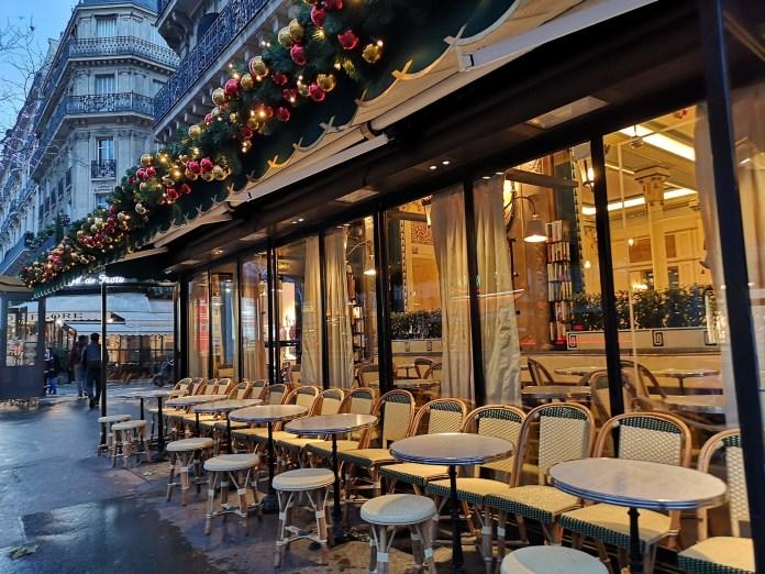 巴黎 雙叟咖啡館 Les Deux Magots 整排座椅
