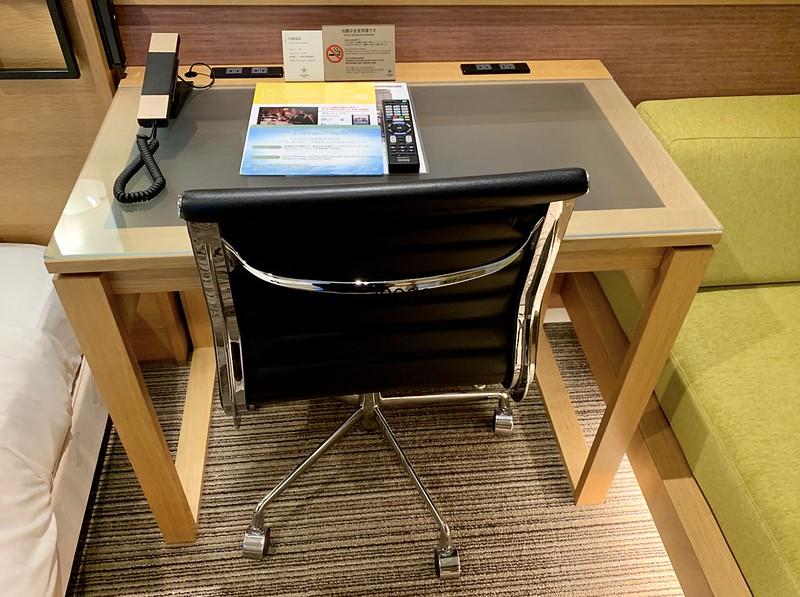 カンデオホテルズ 奈良橿原 机と椅子