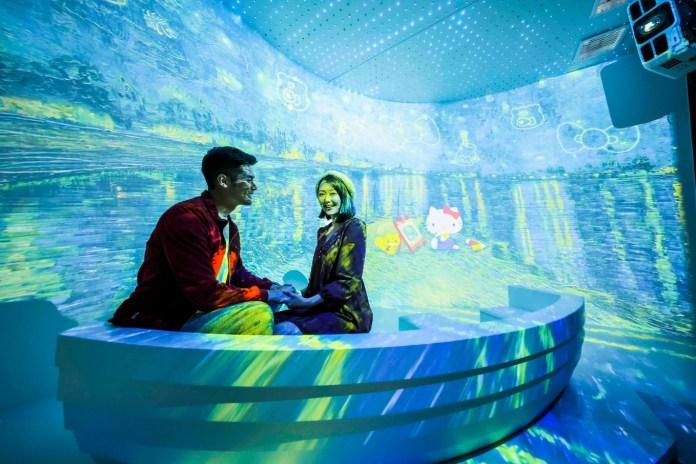 Sanrio 配上光影視覺效果,與Hello Kitty一同細聽聲音故事導航,彷如置身於梵高的創作世界