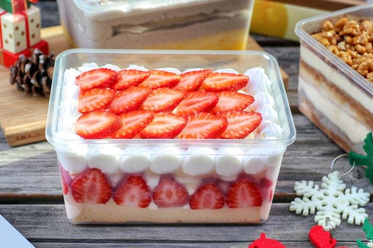 50643598928 bbc0b6a535 b - 熱血採訪|一年只賣4個月,夢幻草莓寶盒最後倒數!現點現做雙拼口味盒子蛋糕,回購率超高