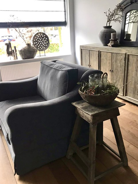 Landelijke fauteuil ornament op voet vensterbank houten kruk