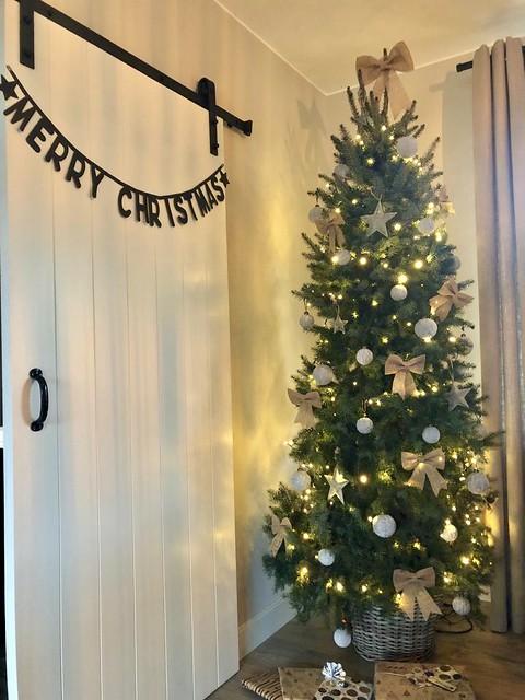 Kerstboom landelijk sober interieur
