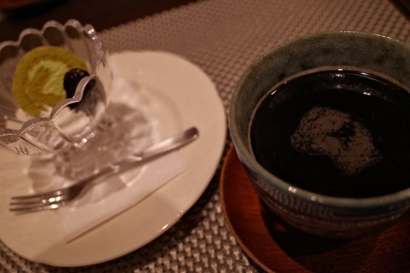 抹茶のミニロールケーキ & コーヒー