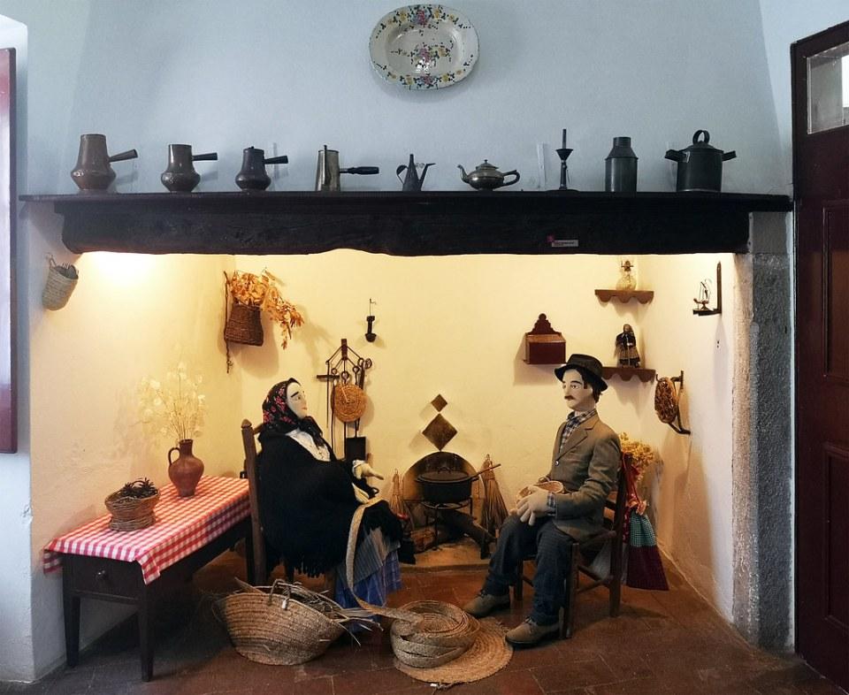 hogar chimenea utensilios de Cocina Tradicional en Museo Municipal de Loulé Portugal