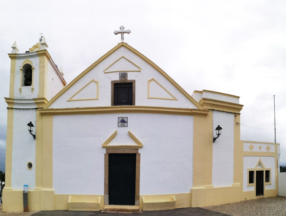 exterior Iglesia de Nuestra Señora de la Concepcion Ferragudo Algarve Portugal 03