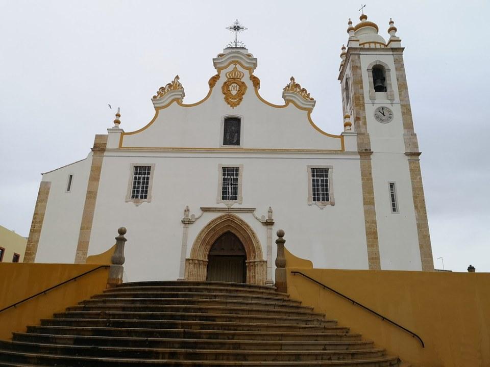 portada fachada exterior Iglesia Nuestra Señora de la Concepción Portimao Algarve Portugal 01