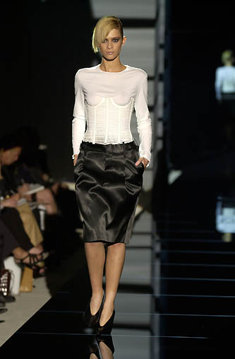 gucci-runway-fashion-show-spring-2001-tom-ford_8