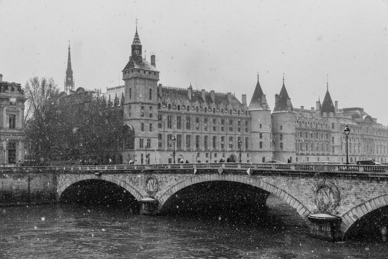 Paris under the snow