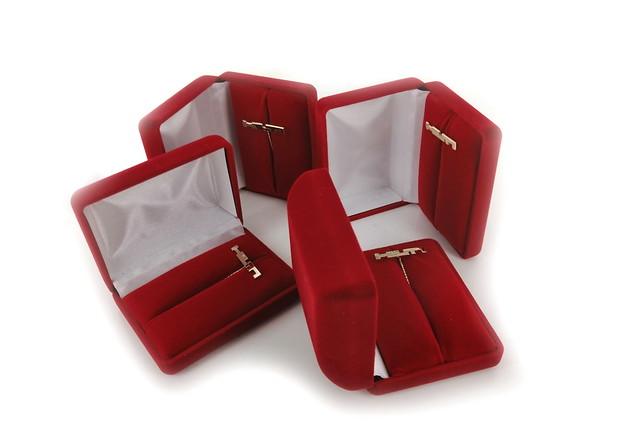 złote pinsy (próba 585) w opakowaniach flokowanych